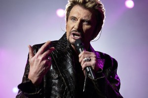 (FILES) This file picture taken on December 15, 2003 shows French rocker Johnny Hallyday performing at the Bercy Palais omnisports in Paris. Johnny Hallyday will celebrate on June 15, 2013 his 70th birthday and will give two concerts in Paris on that day.  AFP PHOTO / BERTRAND GUAY