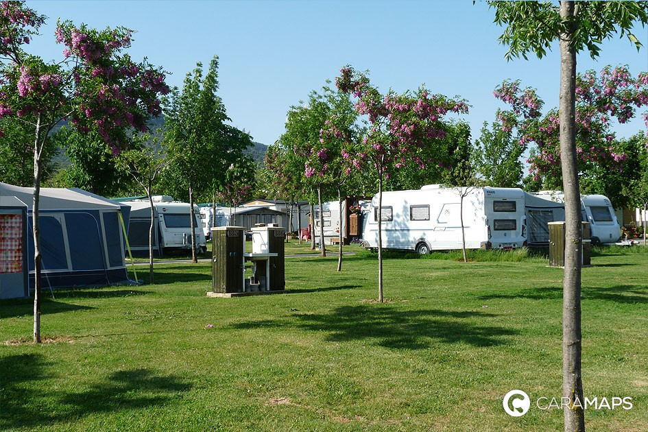 Traveling by caravan and motorhome : common points